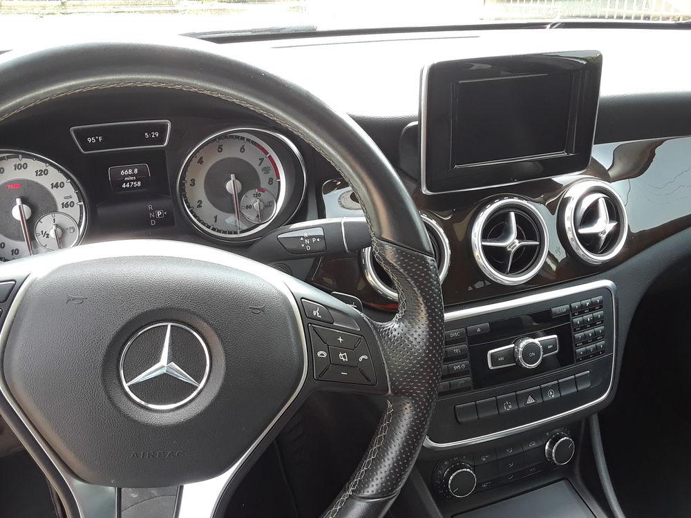 Mercedes Benz GLA SUV/Crossover
