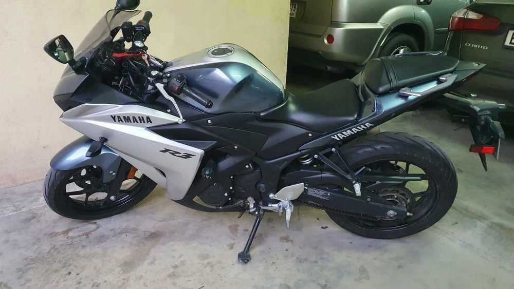 Its Yamaha (R3, 321cc)... all required info photo mentioned only 8550km milage on it